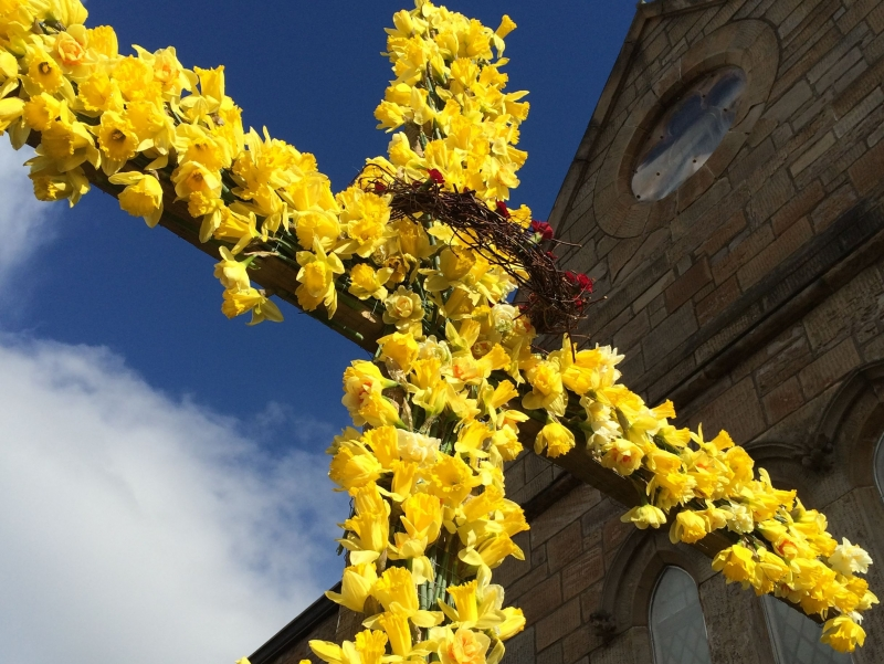 Cross covered in daffodils